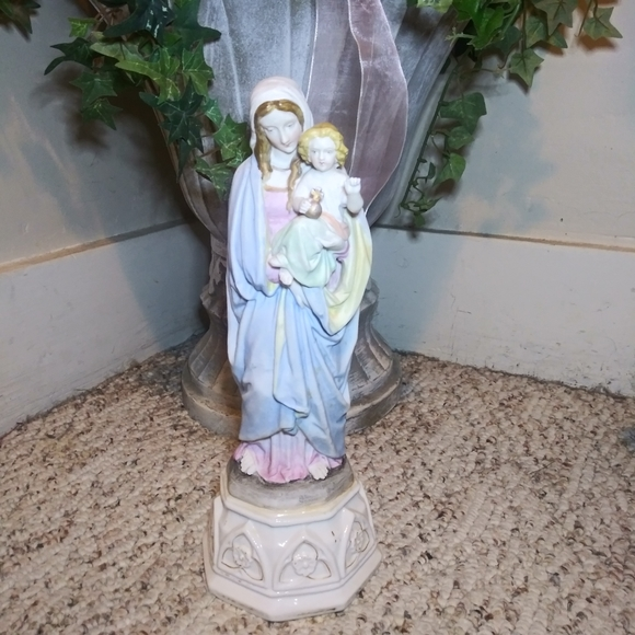 VGUC Vtge Mother Mary Holding Jesus Bisque Statue